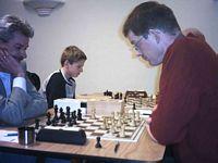 Adri Schippers met zoonlief Maurice aan zijn zijde is goedgemutst in de openingsfase tegen Robert van Delden